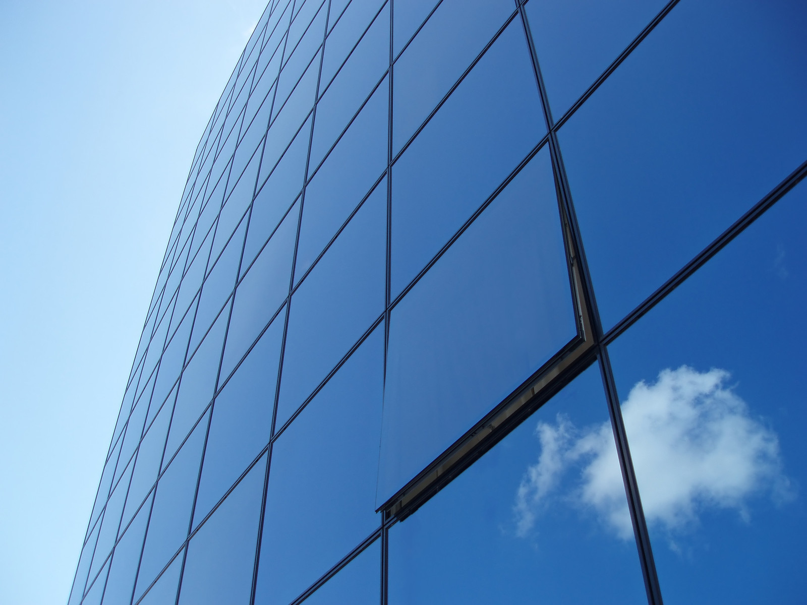 Heat Reflective Glass for saving energy in Room