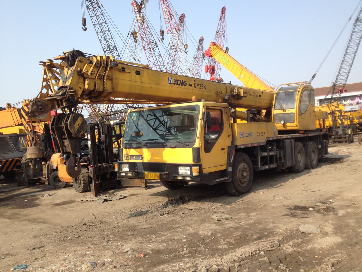 Used XCMG truck mounted crane 25 30 ton for sale, also 100 ton 70 ton