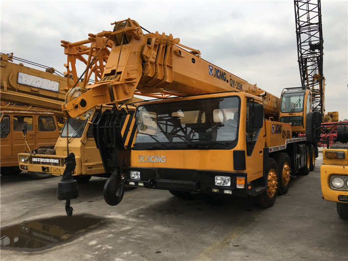 Used 30 35 ton XCMG truck mounted crane powerful and nice performance hydraulic lifting machine sale