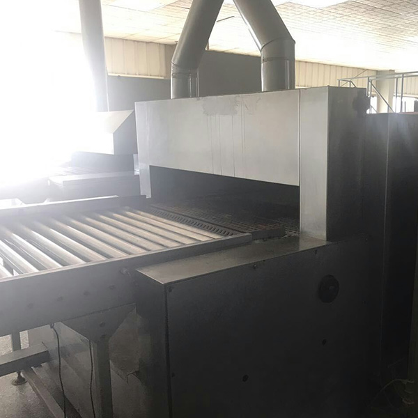 Continuous microwave chemical drying equipment