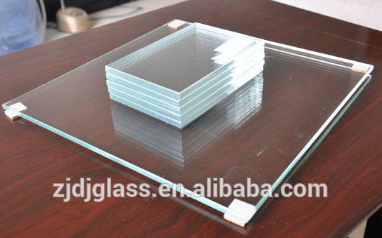 Low-iron ultra clear glass for table top