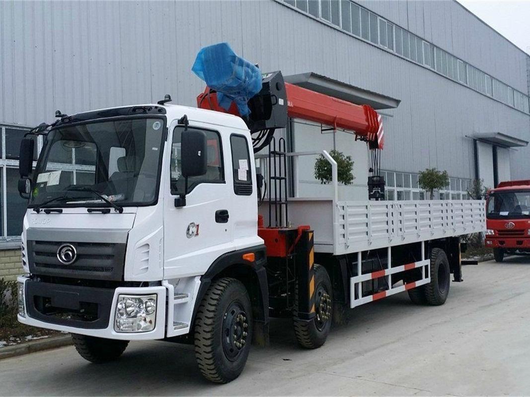 Truck mounted jib crane