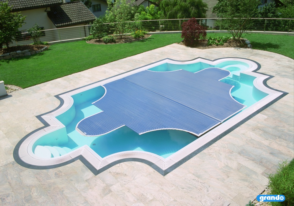 Automatic hard swimming pool cover inground