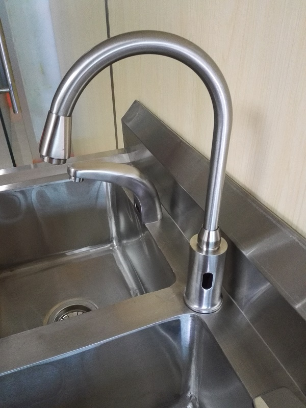 Bending induction faucet for doctor