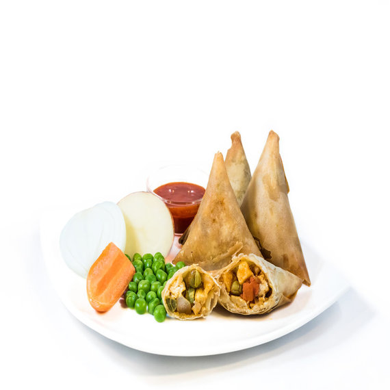 Vegetable Samosa with Onion Cocktail