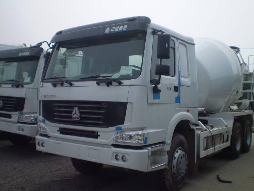 8m3 concrete mixer truck with HOWO chassis (In stock)