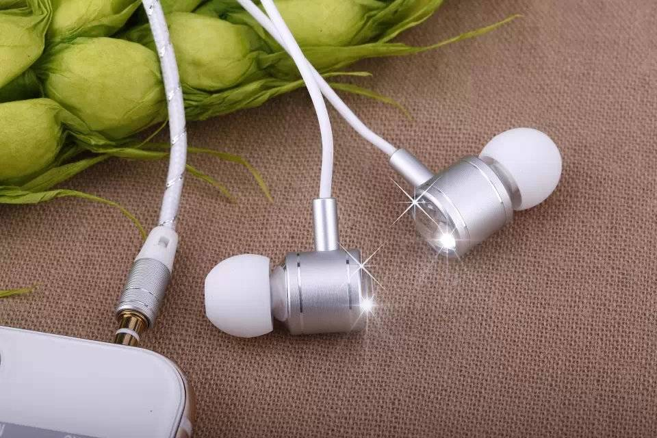 White Line Silver Head Stereo Super Bass Ipod Earphone for Mobil Iphone