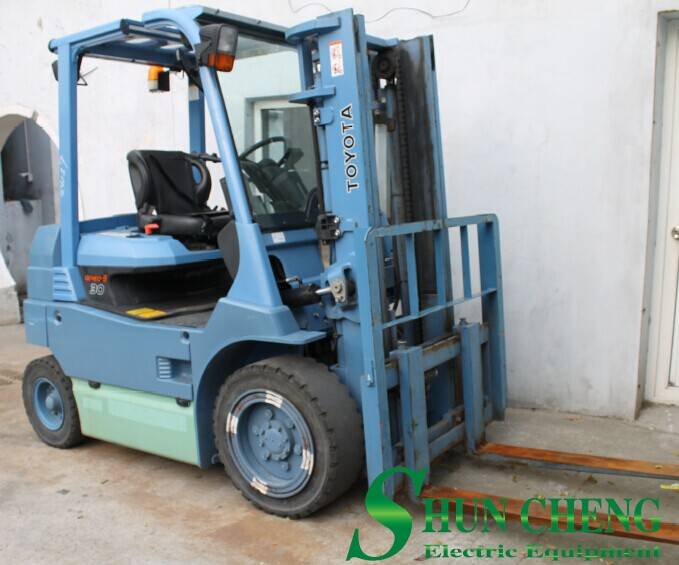 TOYOTA 3t Electric Forklift