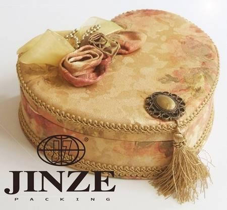 Heart-shaped fabric jewellery boxes