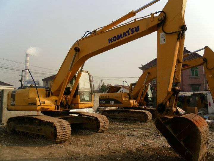 Second-hand Komatsu excavator 200-7 for sale now