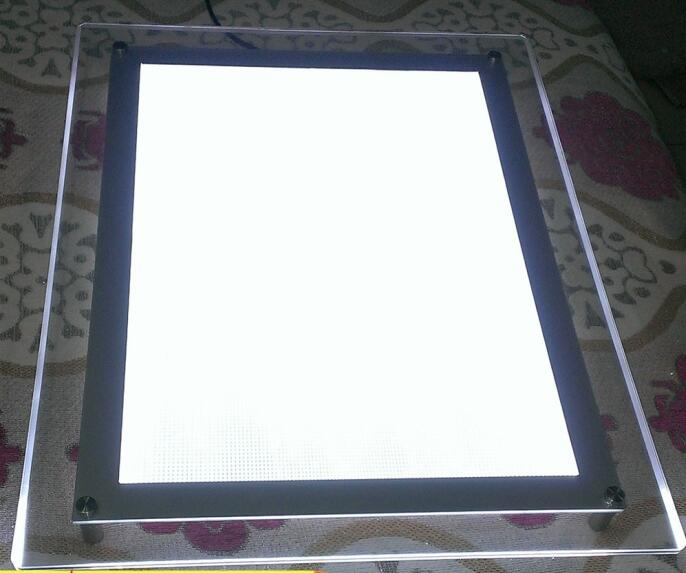 Low energy consumption light box for window pisplay