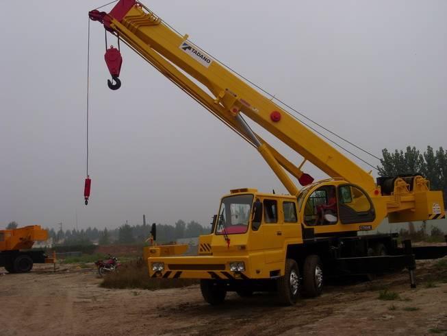 Sell Japan made TADANO GT650E mobile truck crane used tadano new model 65ton crane TEL+8613818259435