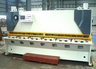 25. Hydraulic Guillotine Shearing machine for 16mm metal sheet