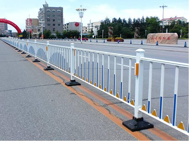anti-cross road isolation fence
