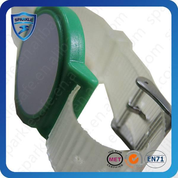 Adjustable nylon RFID wristband