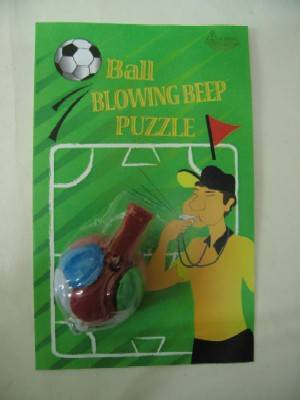 Puzzel ball with whistle
