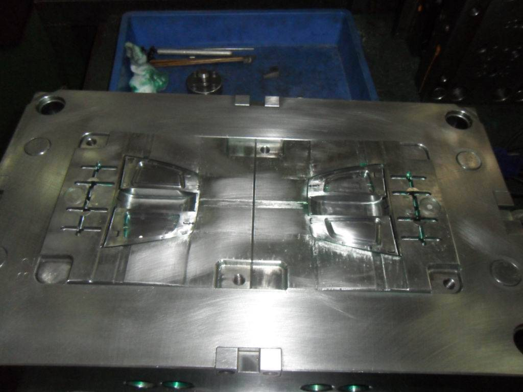 plastic injection mold from China