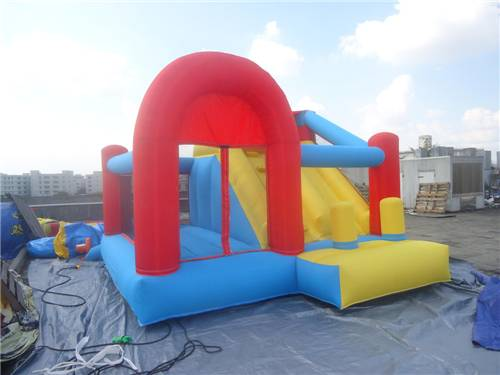 Kids Backyard Fun World Inflatable Jumping Castle with PVC tarpaulin , Customized Color and Size