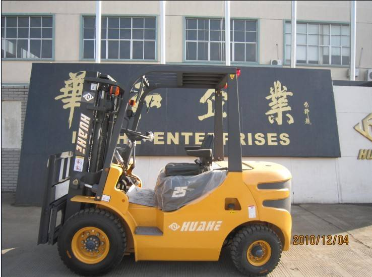Huahe 2.5T Diesel Forklift (HH25Z-N4-D) with Engine XINGCHSNG A495BPG