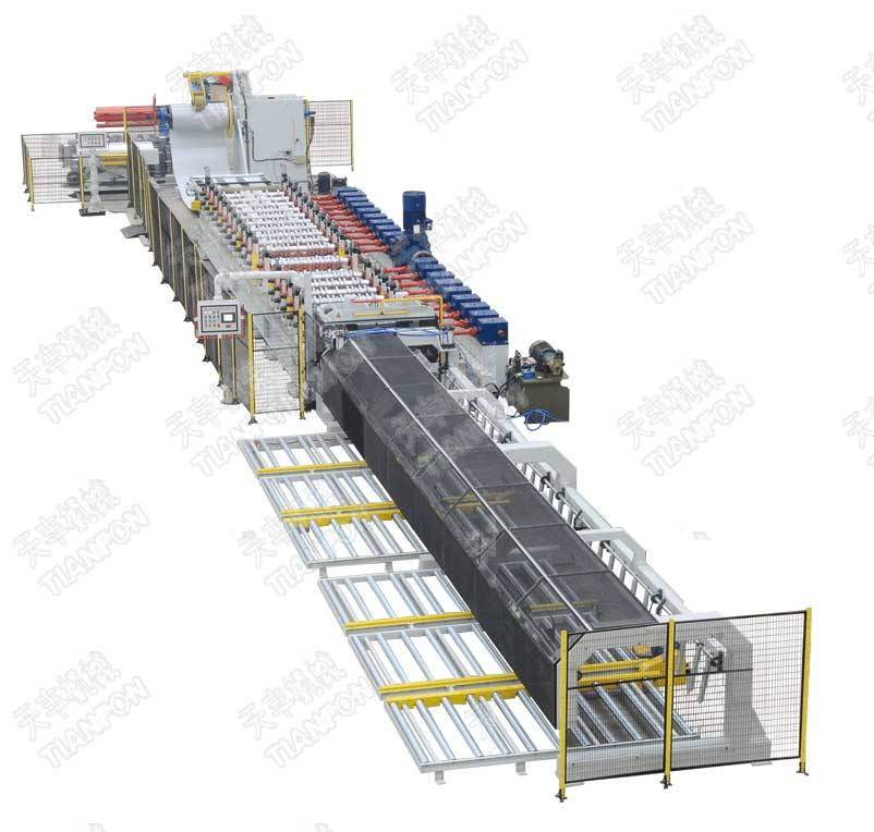 Roll forming machine for roof panel, wall panel