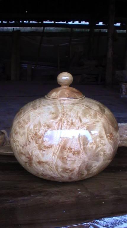 Wood-carved Vase HY001-carve by golden camphor wood