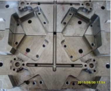 2 Plates 3 Plates Multi Cavity Mold Family Cavity Mold, Douille Tooling 12 Lifters Die-Casting Mould