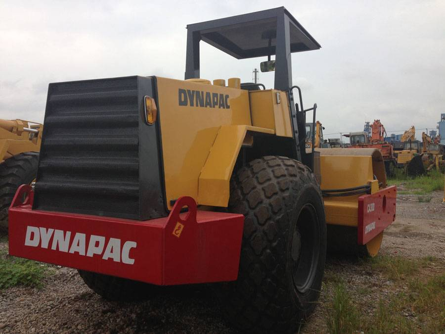 Road roller with closed cabin, dynapac ca30, very good