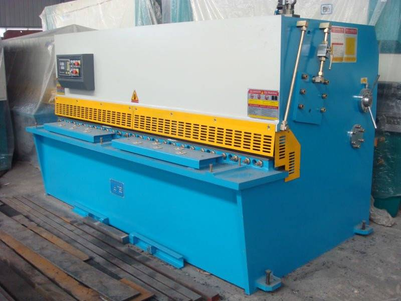 Hydraulic pendulum shearing machine (CNC)6×2500
