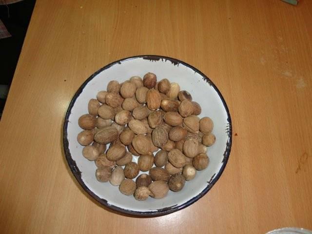 Nutmeg without shells