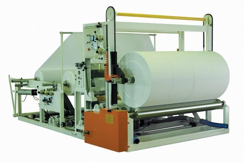 Automatic jumbo roll rewinding and slitting machine