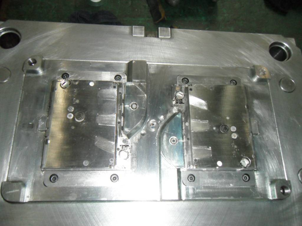 plastic injection tooling supplier