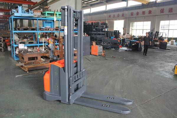 Electrick pallet stacker