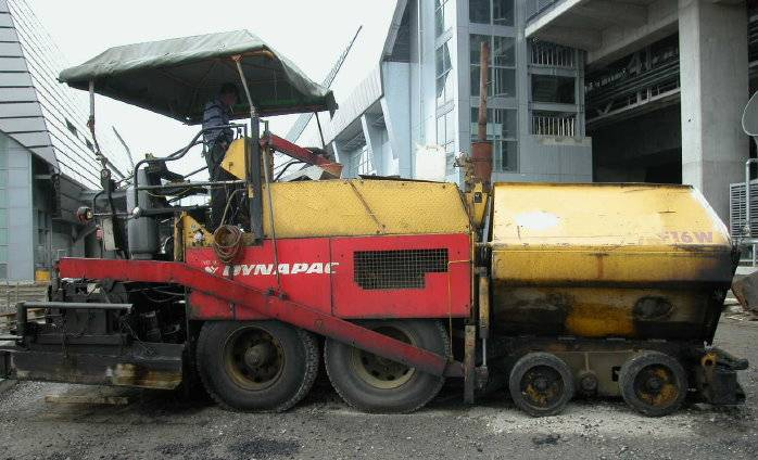 Used Dynapac road paver, type F16W