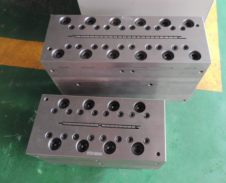 wpc ceiling mould/wpc ceiling panel mould/wpc clading panel mould