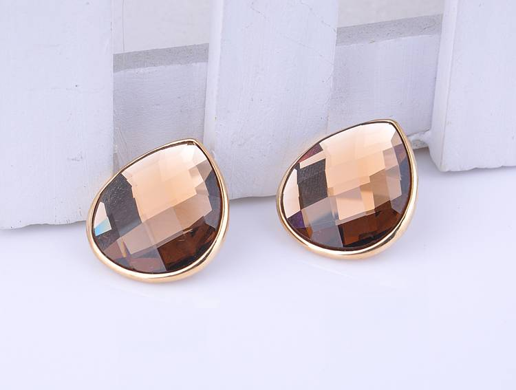 Beautiful Woman Ear Studs With Crystal On Sale