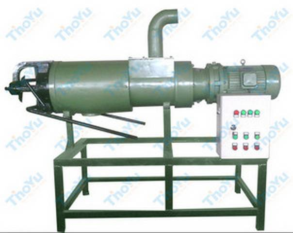 Animal dung dewatering machine