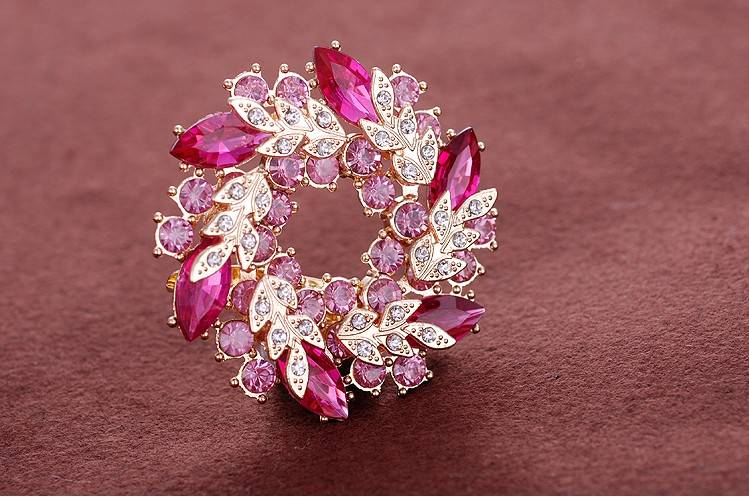 Noble Flower Brooches Costume Jewelry for Woman Hot Selling