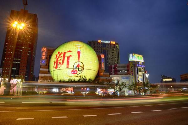Yaham Eye-catching Spherical LED Mesh Display