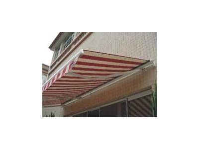 Semi-casette retractable awning L99