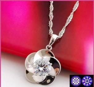0.3 Carat diamond necklace