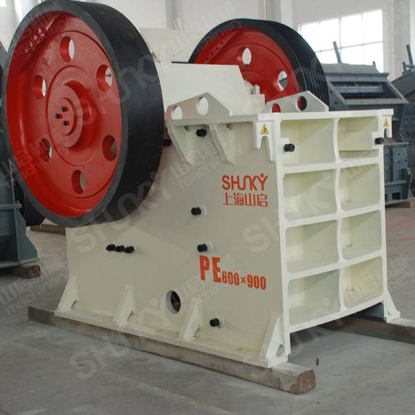 Feed opening jaw crushers for crushing ores, rocks and stones