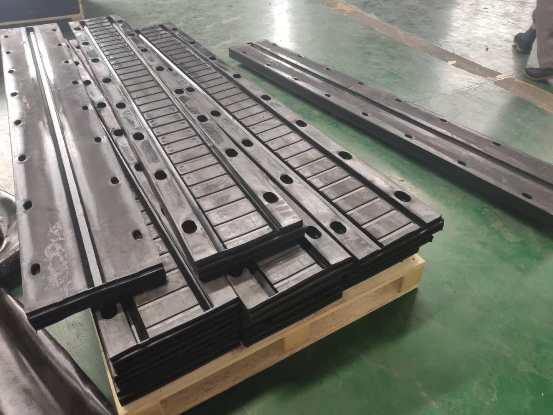 Elastomeric expansion joint for bridge