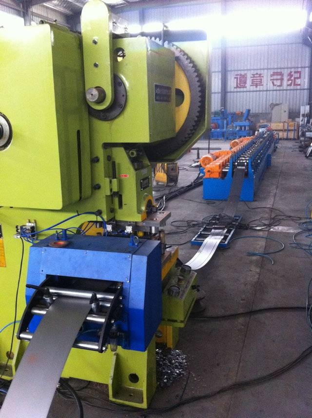 Supply Electrical cabinet frame roll forming machine