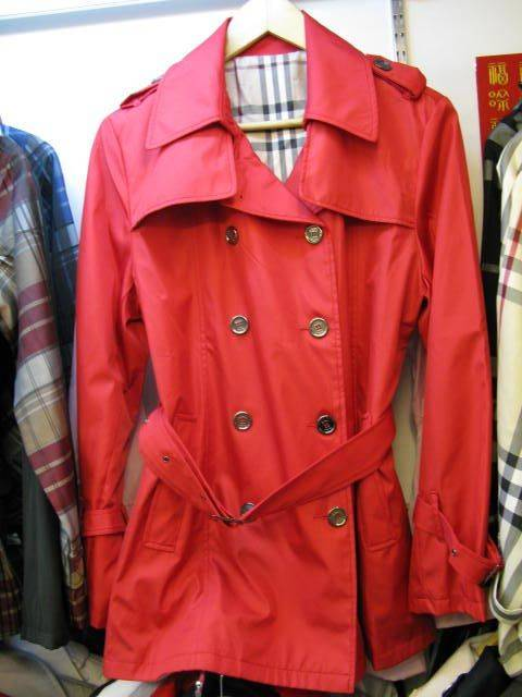 supply Burberrys woman jackets,scarfs, jeans,suits,shoes,bags,shirts,hats,skirts,shorts,bikinis