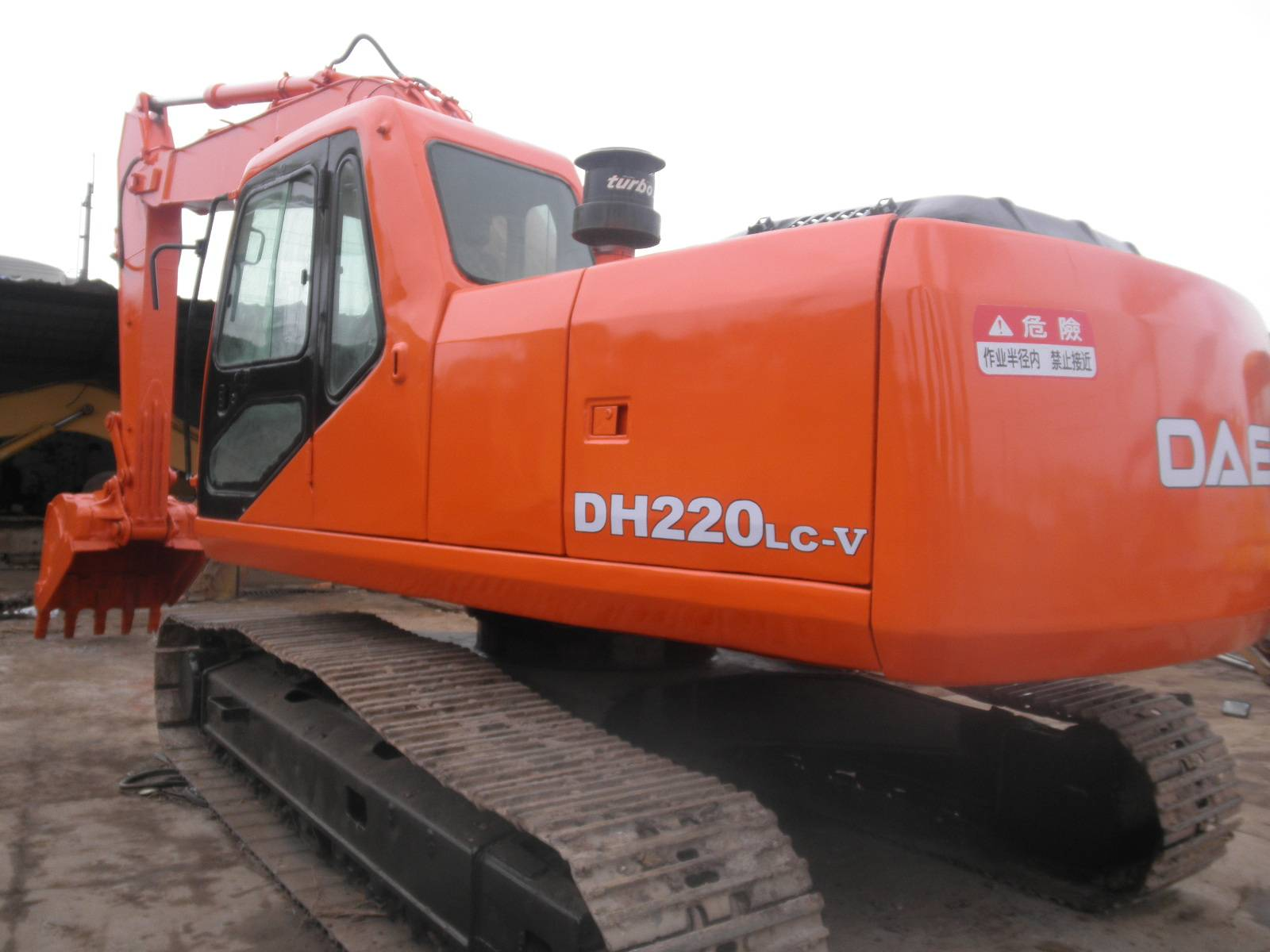 Used Daewoo 220LC-V Crawler Excavator in good condition