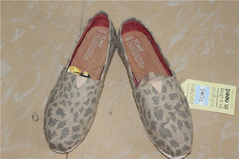 New Toms Leopard Burlap Canvas Shoes