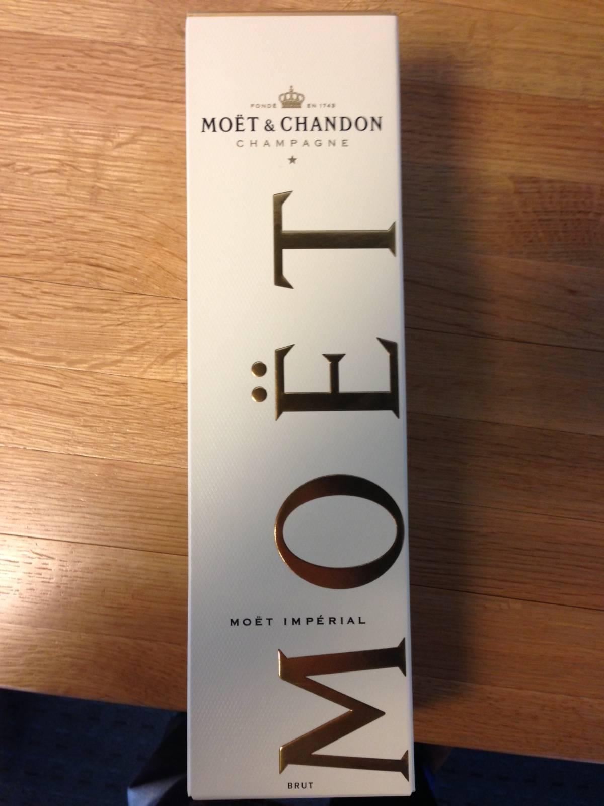 Champagnes Veuve Clicquot, Moet, etc
