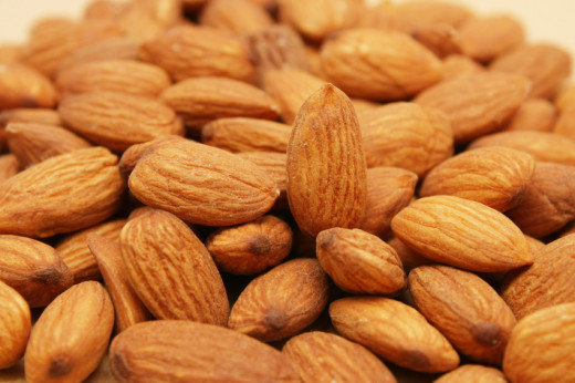 Raw Almonds nut