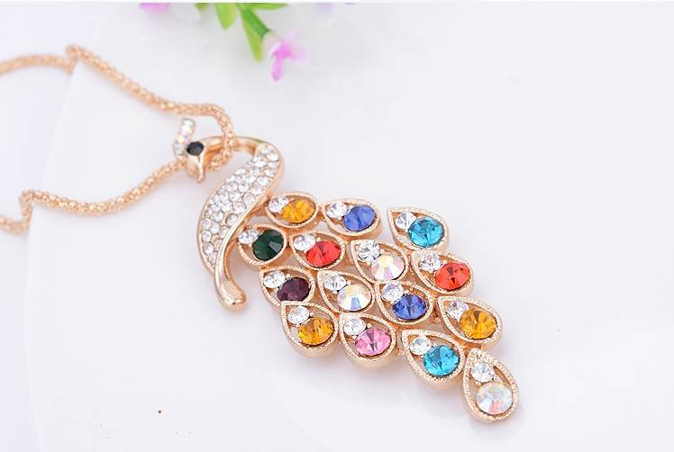 Pretty 18k Gold Plated Sweater Chain with Peacock Pendant for Girl Gift