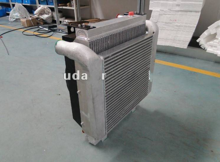 Oil cooler for agricultural machinery